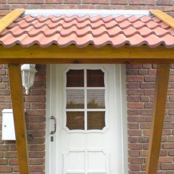 Vordach für einen Nebeneingang