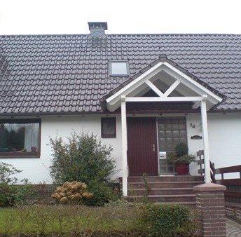 Satteldach als Vordach mit Kopfelementen
