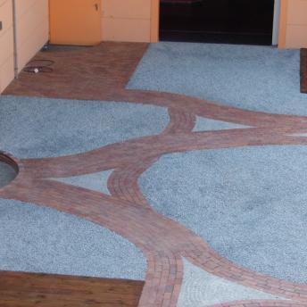 Klinkerpflaster und Granitmosaik