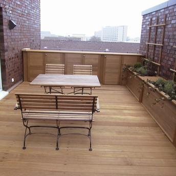 Terrasse ganz aus Holz