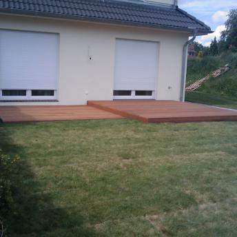 Holzterrasse am Haus