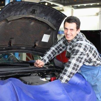 <p><em>Wladimir Debus - KFZ - Mechaniker, Karosserie - Instandsetzung, speziell Subaru und unser Autoglasmechaniker</em></p>