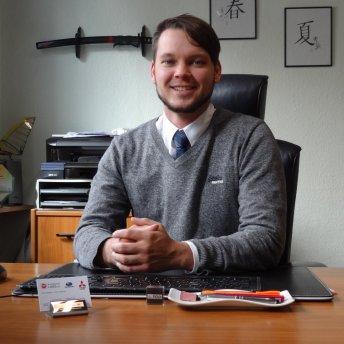 Michael Laß - KFZ - Meister, Geschäftsführer   Tel. 040 - 656 07 00    Fax. 040 - 656 09 04  ''Ihr Fachmann bei allen Fragen rund ums Auto, Verkaufsberatung   und Unfallschadenabwicklung''
