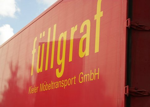 Unsere speziell ausgerüsteten LKWs bringen das Umzugsgut sicher ans Ziel.