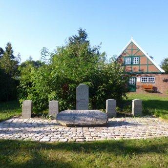 Padenstedt Ehrenmal vor der Umgestaltung