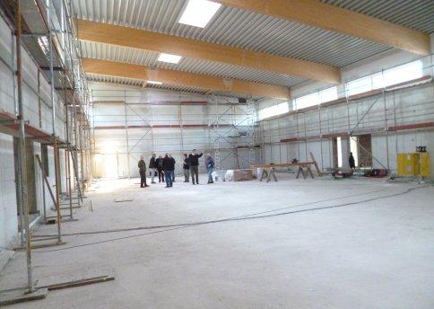 Baubesprechung  in der Halle